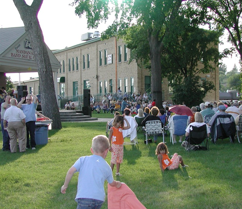 Concerts are typically held in Dykshoorn Park on Monday-Thursday evenings from 7 -8  p.m. from June through mid-August.